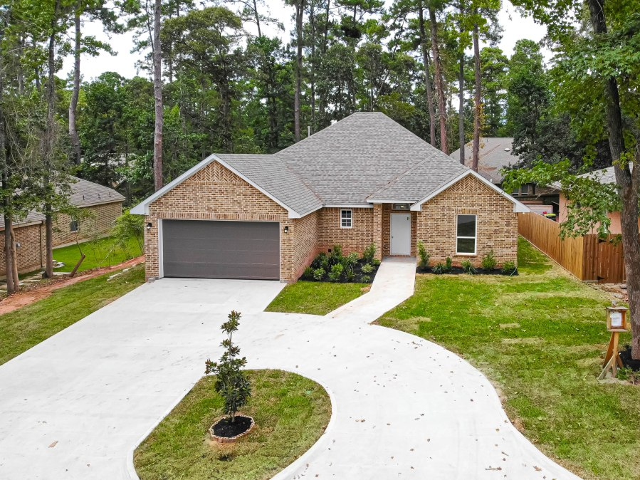 Just Listed in Willis: 9037 S Comanche Circle, Willis, TX77378